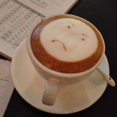 Kaffee mit grimmigem Smiley