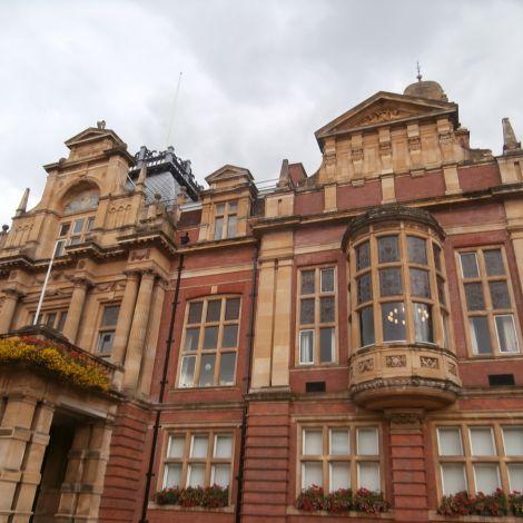 Fassade des Rathauses von Leamington Spa