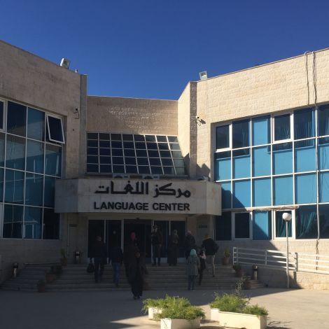 Eingang zum Language Center Amman