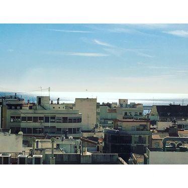 Blick auf Häuser und Meer