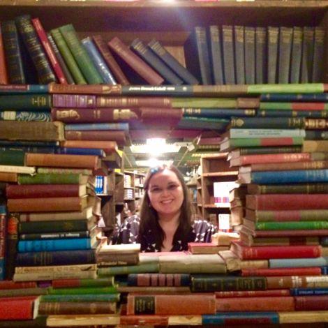 Ksenia im Bookstore