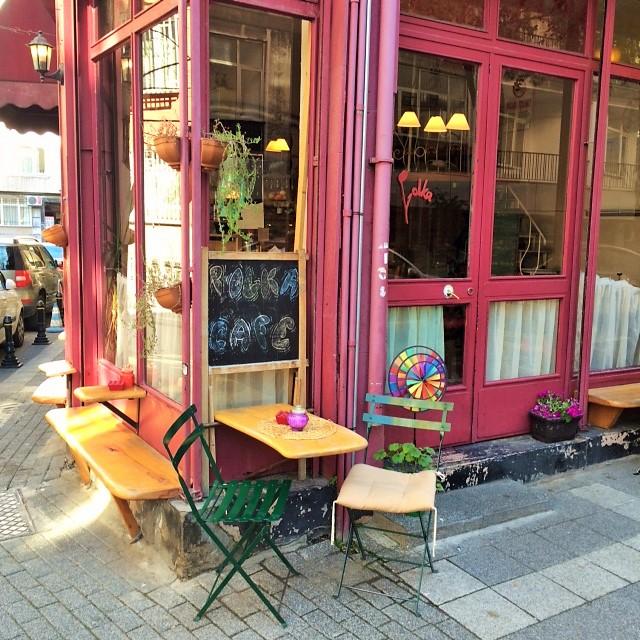 Außen wie innen kommt Gemütlichkeit auf als Gast im Polka Café