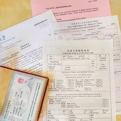 Unterlagen und Reisepass für China