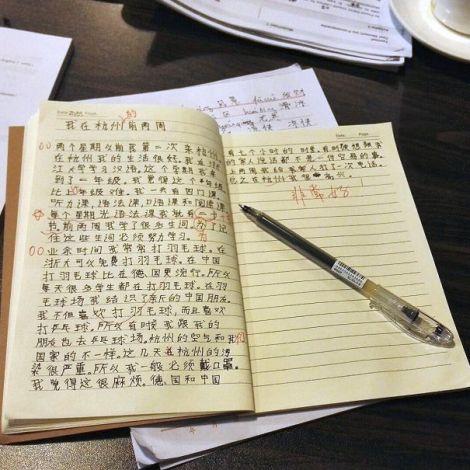 Notizbuch mit chinesischen Schriftzeichen