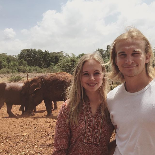 Anna-Lena RIchter im Elefantenwaisenhaus