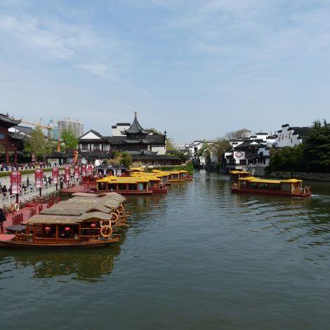 Boote auf einem Fluss in Nanjing