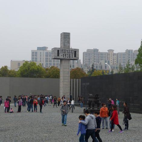 Großes Kreuz im Innenhof der Nannjing Massaker Gedenkstätte