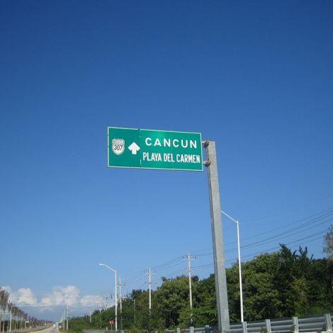 Straßenschild nach Cancún