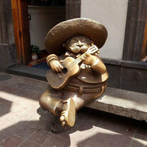FIgur mit Sombrero und Gitarre
