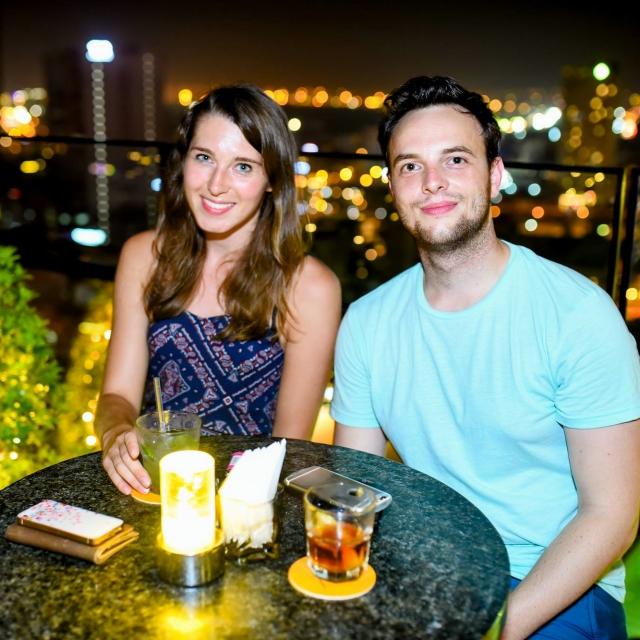 Jens und Clara in der 360° Sky-Bar.