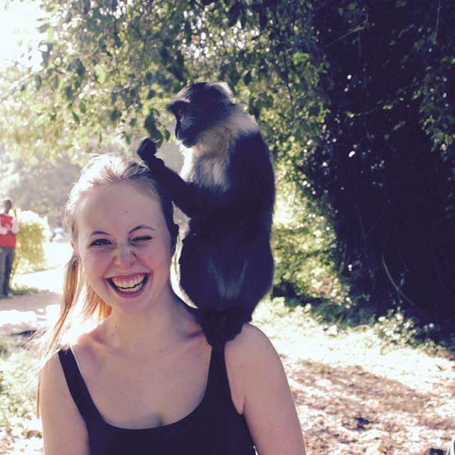 Anna-Lena mit Affe