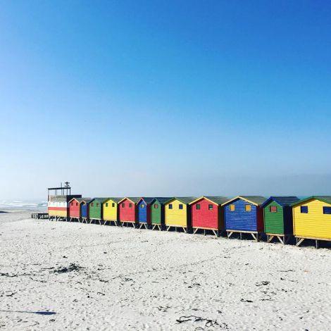 Strandhäuschen in gelb, blau, rot und grün