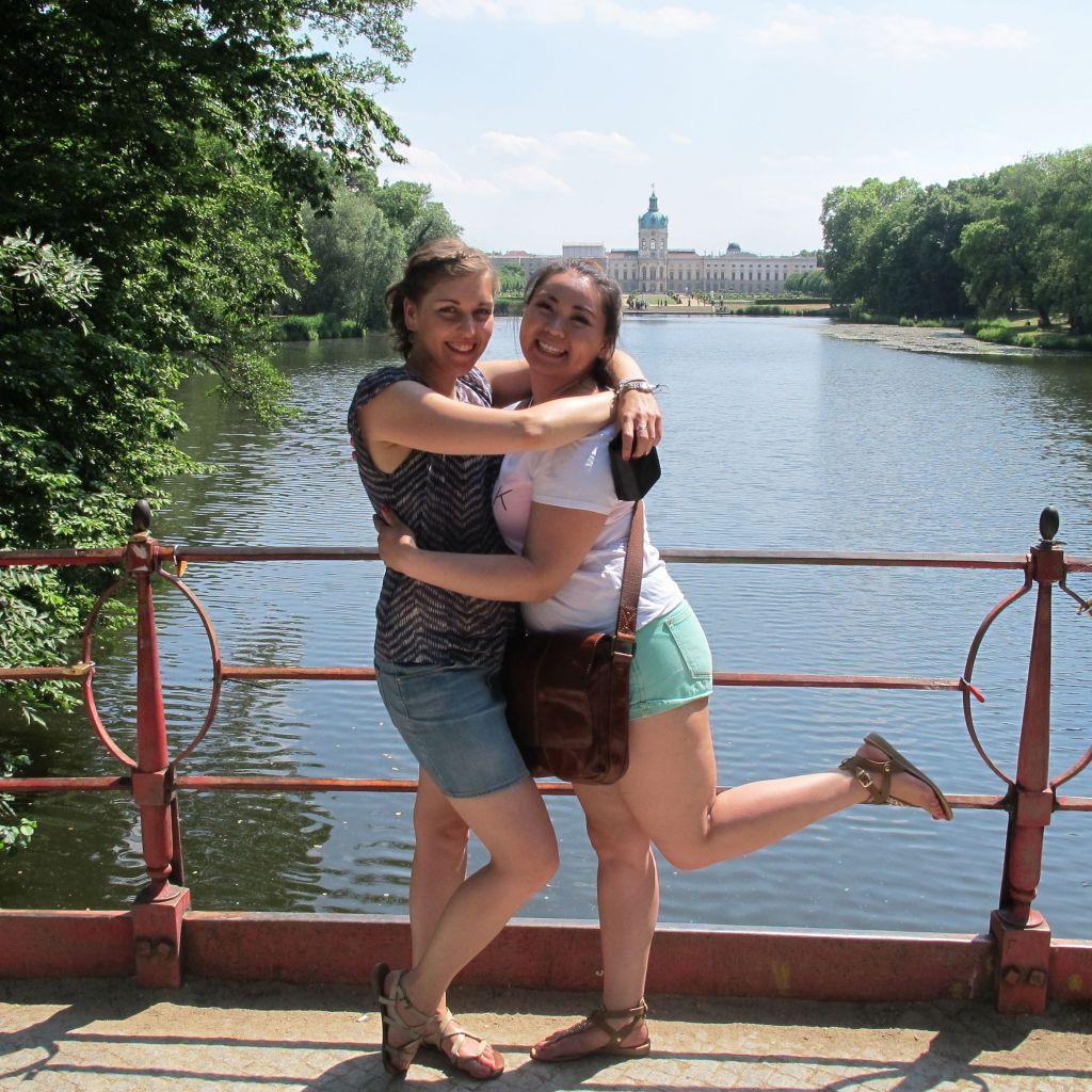 Theresa und Aigerim in Berlin
