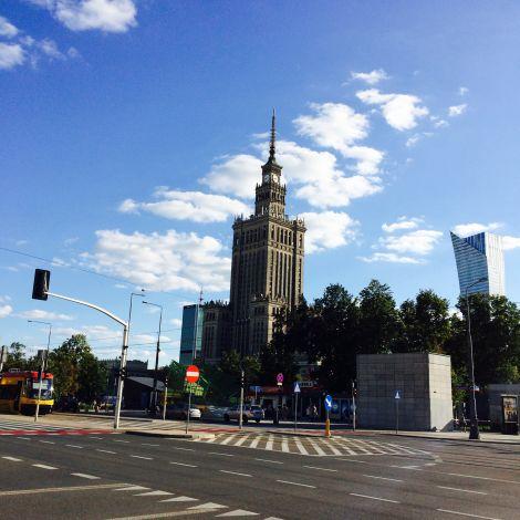 Ähnelt dem Empire State Building in New York, liegt aber ganz woanders: der Kulturpalast in der Nähe des Warschauer Hauptbahnhofs