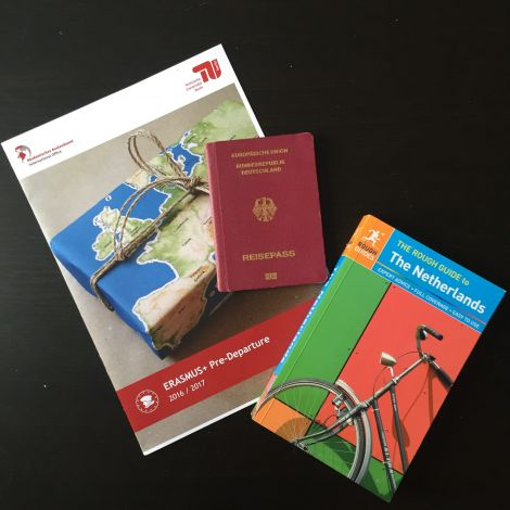 Darf nicht fehlen: Die Pre-Departure Broschüre enthält alle wichtigen Infos für die Zeit vor der Abreise, und natürlich Reisepass und Reiseführer