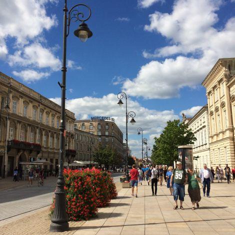 Die Warschauer Innenstadt bei schönstem Wetter lädt zum Flanieren ein.