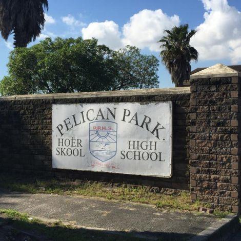 Eingang zur Pelikan Park Highschool