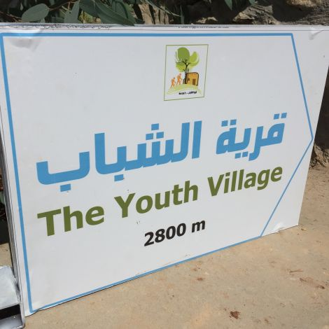 Schild: The Youth Village 2800m