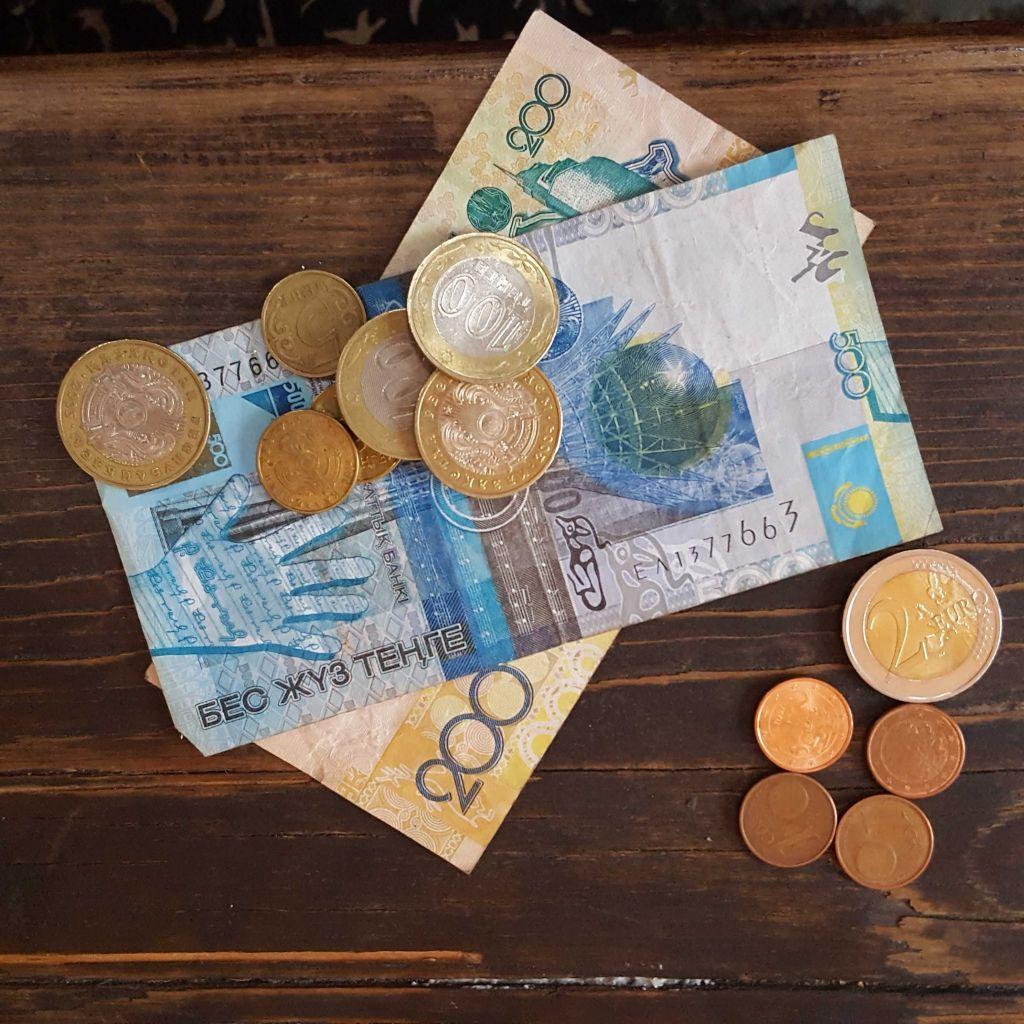Scheine und Münzen