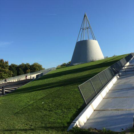 Bib mit Gras auf dem Dach