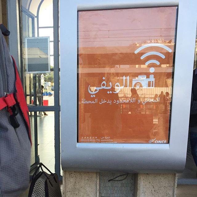 Werbeplakat für das Internet am Bahnhof
