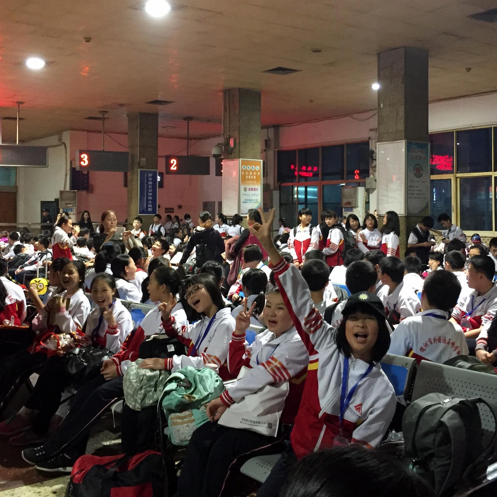 Ein Bahnhof voller Shifeng Schüler