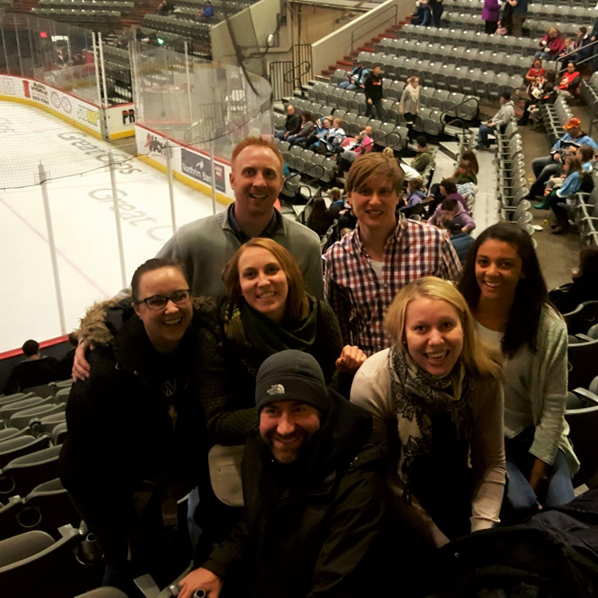 Ähnlich wie bei Kim Klebolte in Kanada ist Eishockey auch in #Anchorage ein…