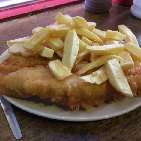 Fisch bedeckt mit Chips