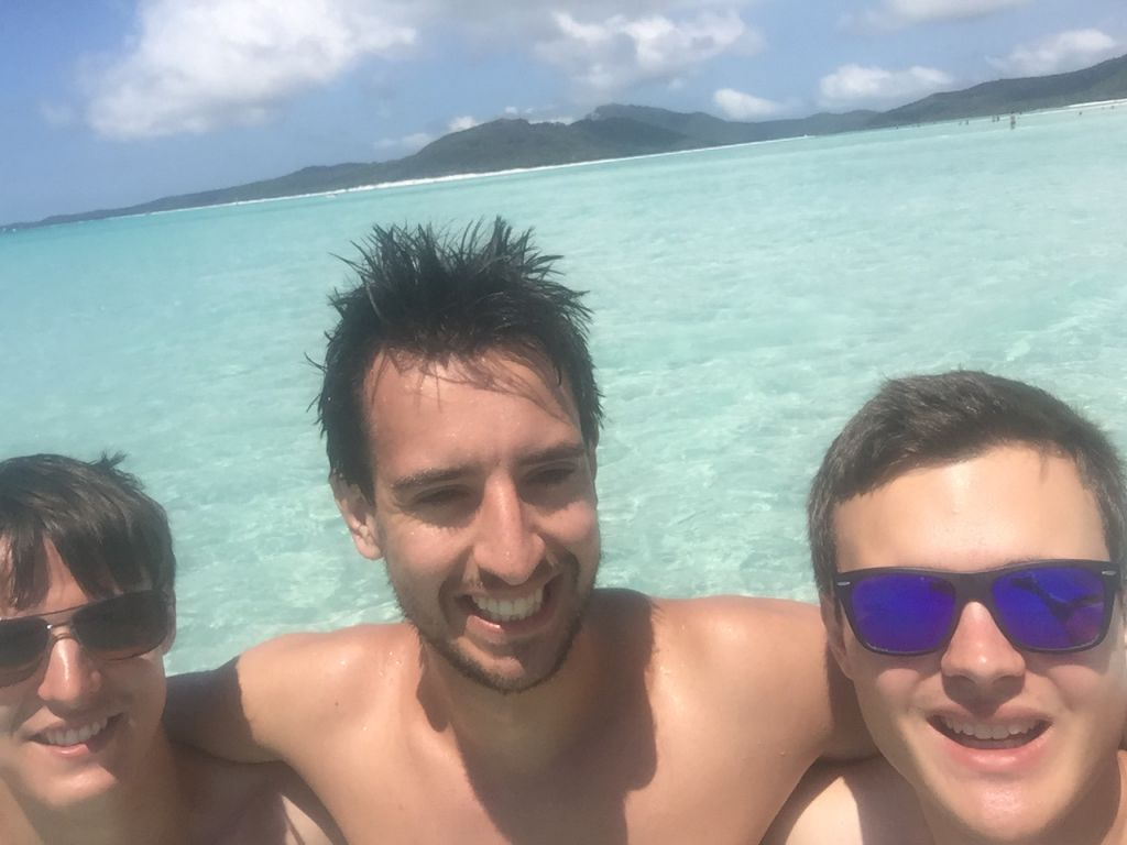 Türkises Wasser am Strand