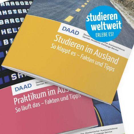 Broschüren studieren weltweit