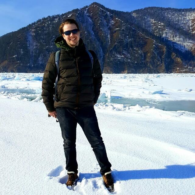 Ich, mit Sonnenbrille auf dem Baikalsee.