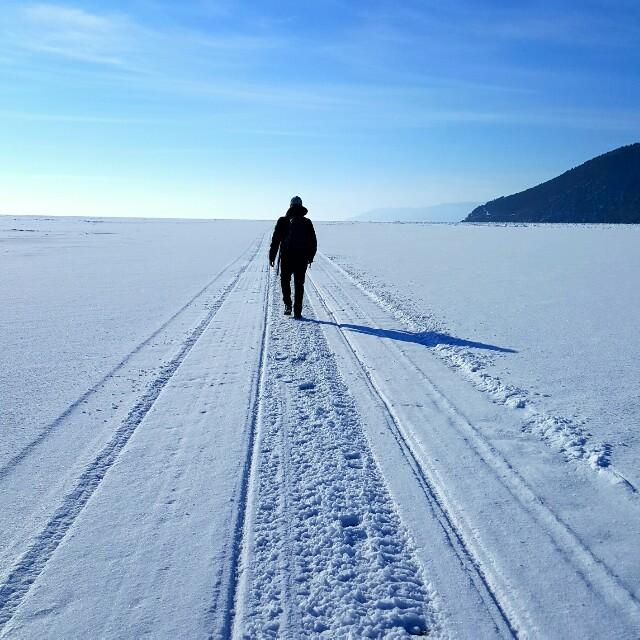 Ein Weg auf dem Baikalsee...