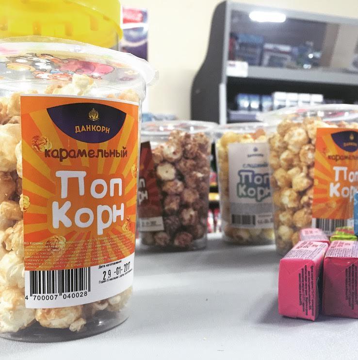 Popcorndosen im Kiosk