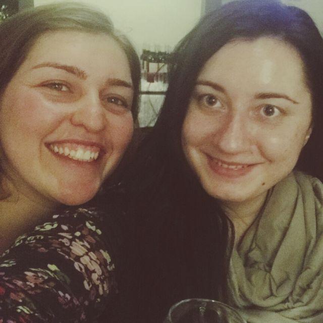 Selfi mit zwei jungen Frauen