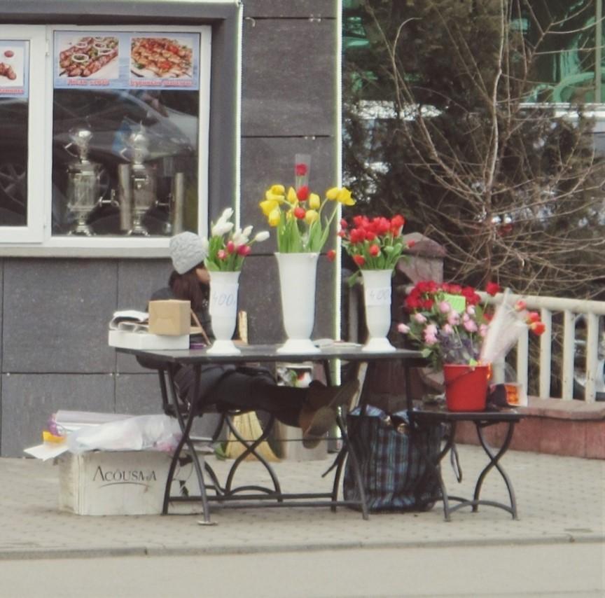 Blumenstand am Straßenrand in Almaty.