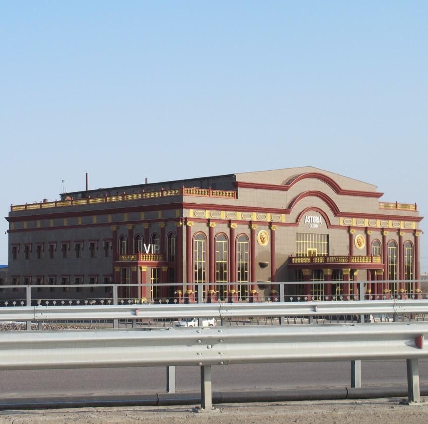 Ein großes braunes Casinogebäude