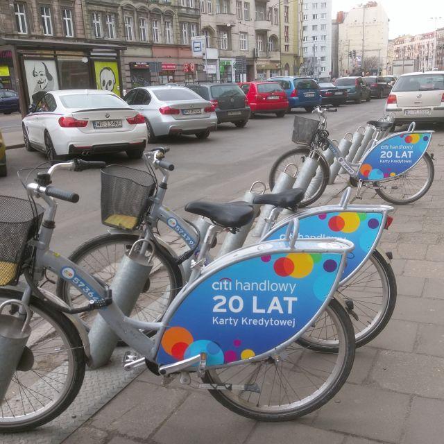 Einige Fahrräder, die man in Wroclaw mieten kann.