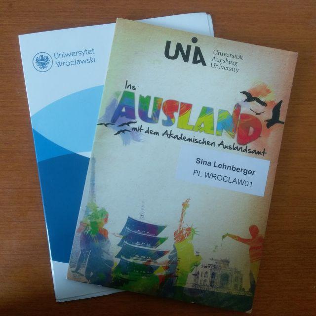 Zwei Mappen mit meinen Erasmus+ Unterlagen. Einmal aus Wroclaw, einmal aus Augsburg.