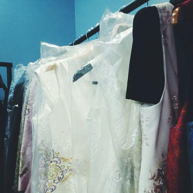 Brautkleider in einem Geschäft in Bischkek.