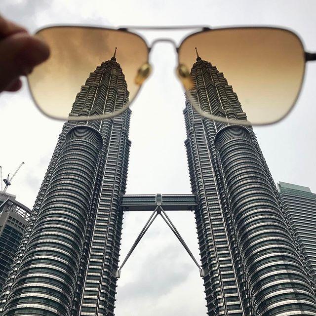 Kuala Lumpur, Brille, rosig, fast