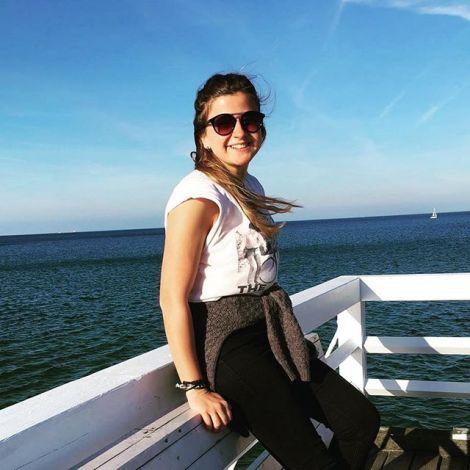 Ich am Ufer überdenken Ostsee