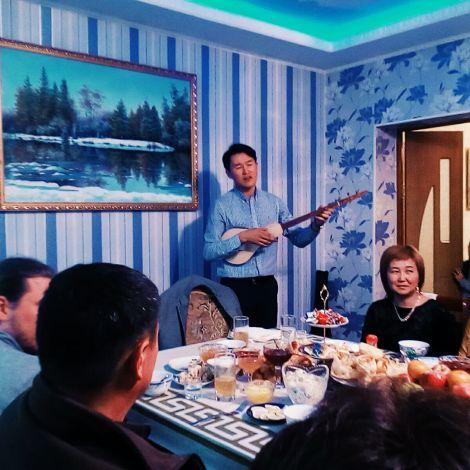 Musiker Familienfest Essen Bischkek Kirgistan