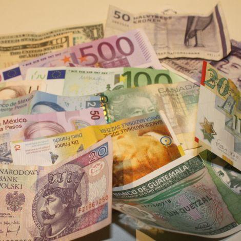 Geldscheine aus verschiedenen Ländern (u.a. Polen, Guatemala, USA, Mexiko, Dänemark, Israel, Schweiz...)