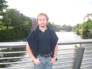 Markus auf einer Brücke über den Fluss Corrib