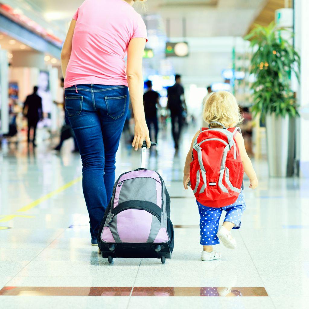 Wie lässt sich ein Auslandsaufenthalt mit Kind finanzieren?