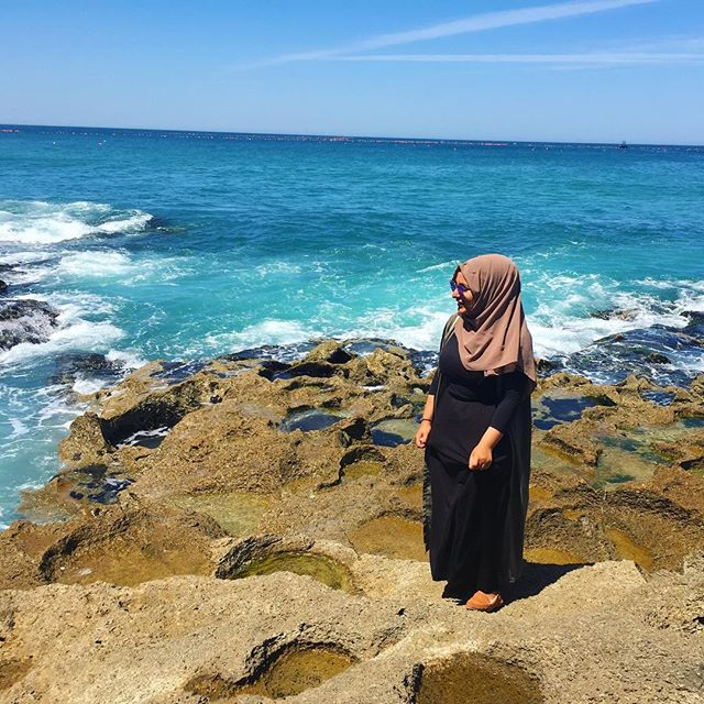 Das Meer direkt bei der Herkules-Grotte in Tangier mit mir auf dem Bild