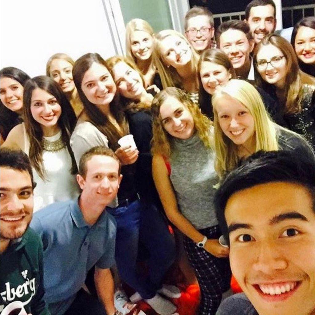 Selfie mit Rassul einer Gruppe befreundeter Erasmus-Studenten.