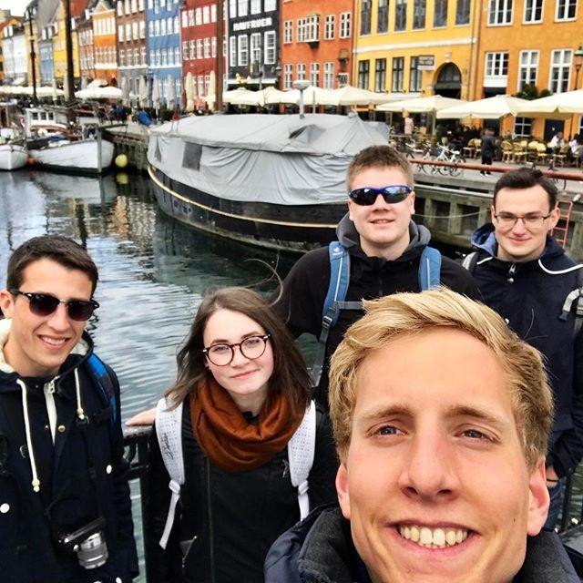 Henning mit vier Kommilitonen in Oslo