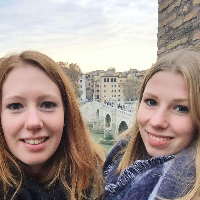 Jasmin und ihre Schwester beim Rom-Besuch.