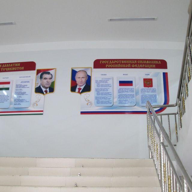 Infotafeln im Treppenhaus